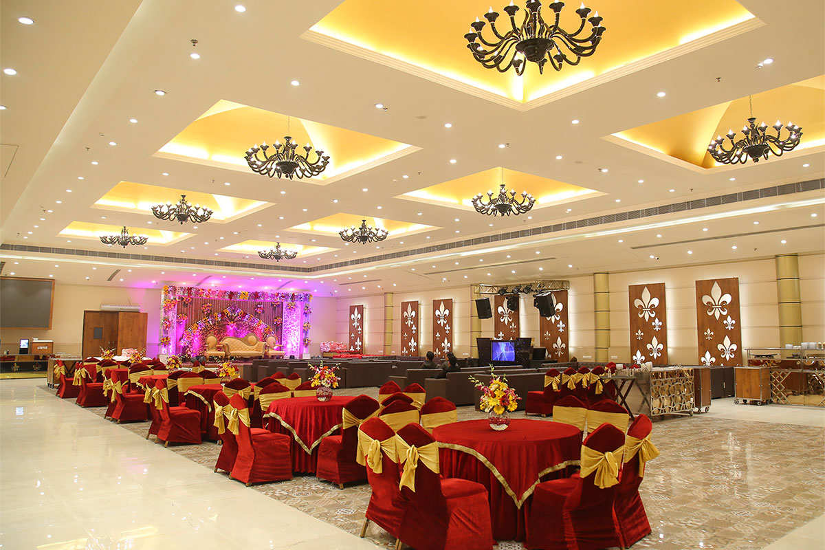 Green lounge banquet hall in wazirpur