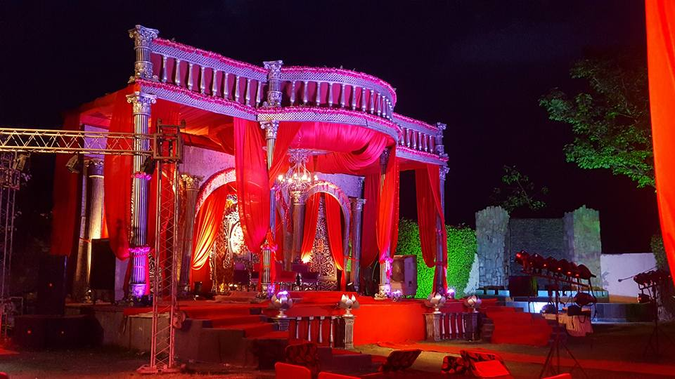 Vikrant sk farms ghaziabad wedding stage